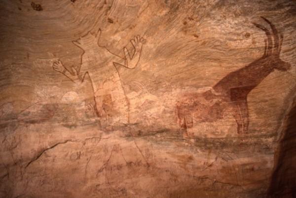 Site de Sefar (Tassili N'Ajjer, Algérie) / Peinture rupestre / Grand dieu et antilope / 46N-P63-001