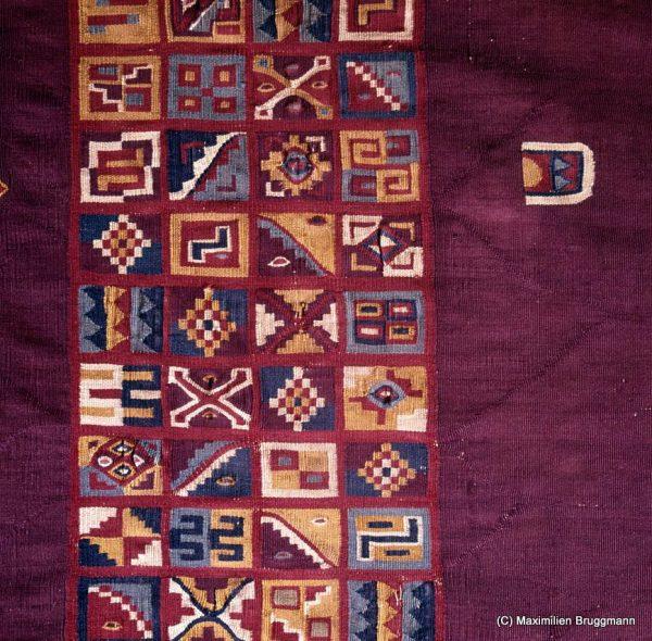 Tocapus, écriture inca sur un poncho (région de Tahuantinsuyo)