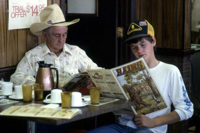 Dans la caravane familiale, Orville Strandquist et son petit-fils.